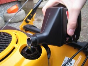 Annostele öljyä moottoriin suositeltu määrä